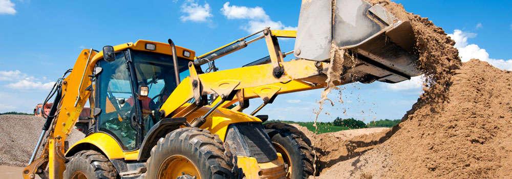 Noleggio escavatori, noleggio macchine movimento terra Ceer Res Omnia. Escavatore al lavoro